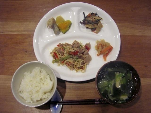 ウェルネスダイニング 豚肉と細切り野菜の炒め物12